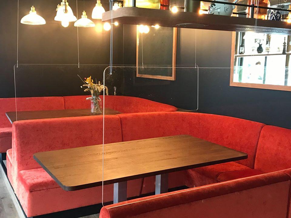 Ecran bouclier de protection plexi tables restaurants protectio