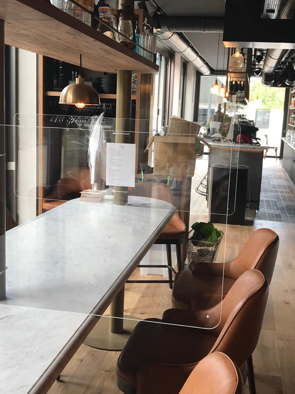 Ecran bouclier de protection plexi tables restaurant café bar protectio
