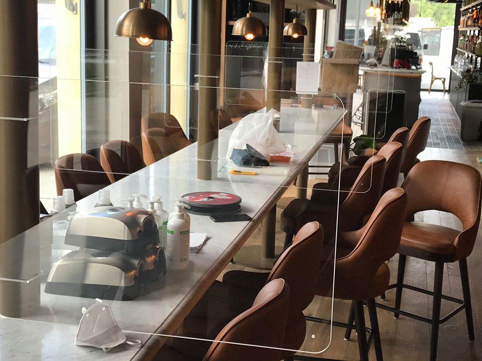 Ecran bouclier de protection plexi table restaurant Protectio