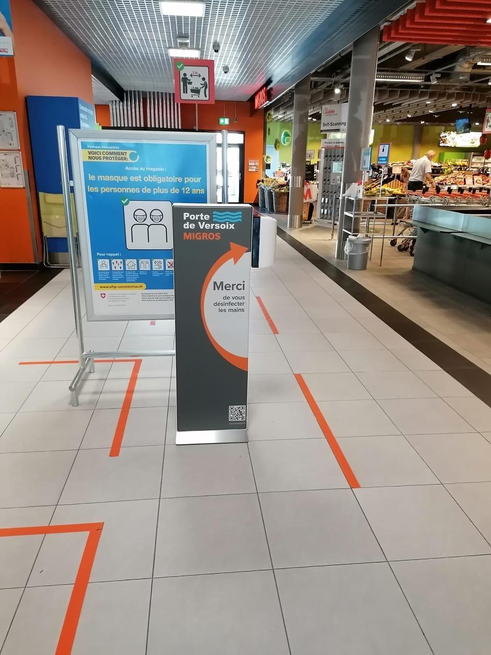 Distributeur solution hydroalcoolique safe station Migros Porte de Versoix Protectio