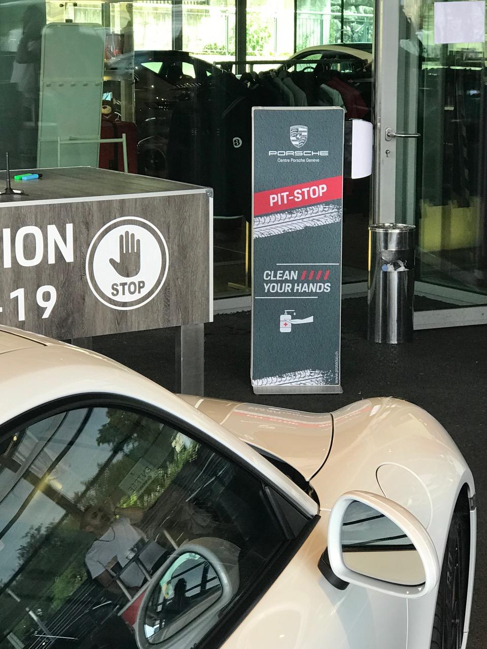 Distributeur solution hydroalcoolique safe station Porsche Protectio
