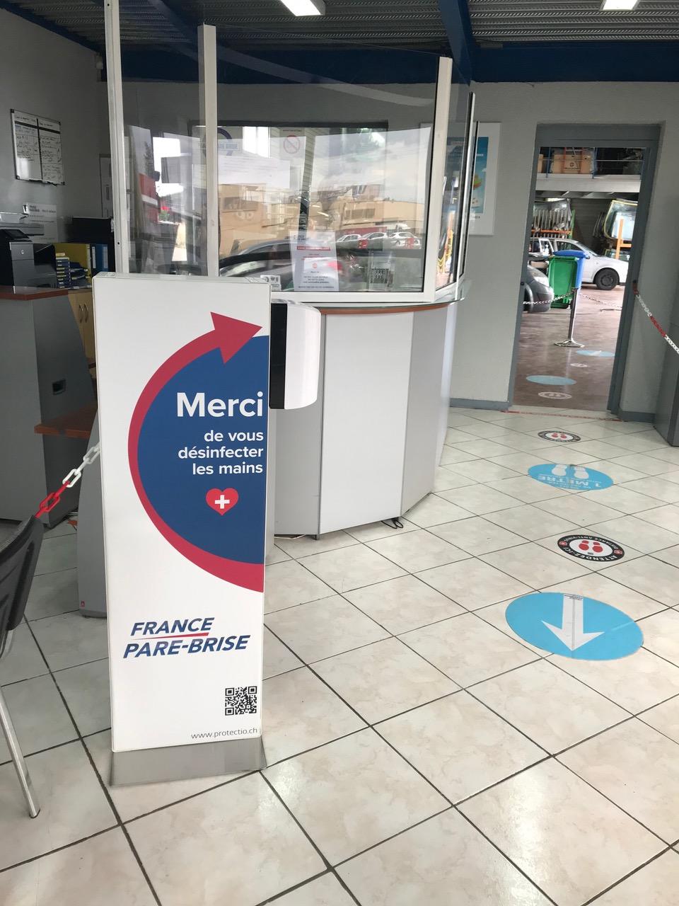 Distributeur solution hydroalcoolique safe station France pare brise Protectio