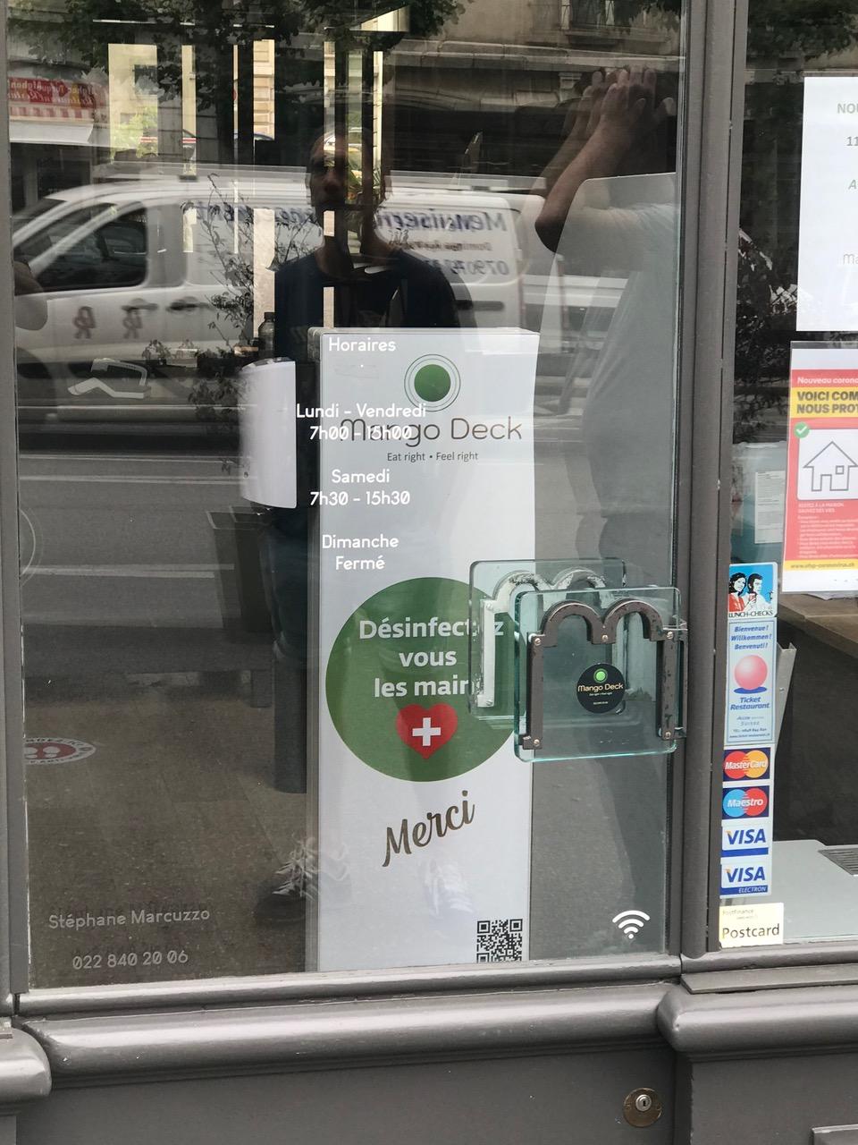Distributeur solution hydroalcoolique safe station Mango Deck Protectio