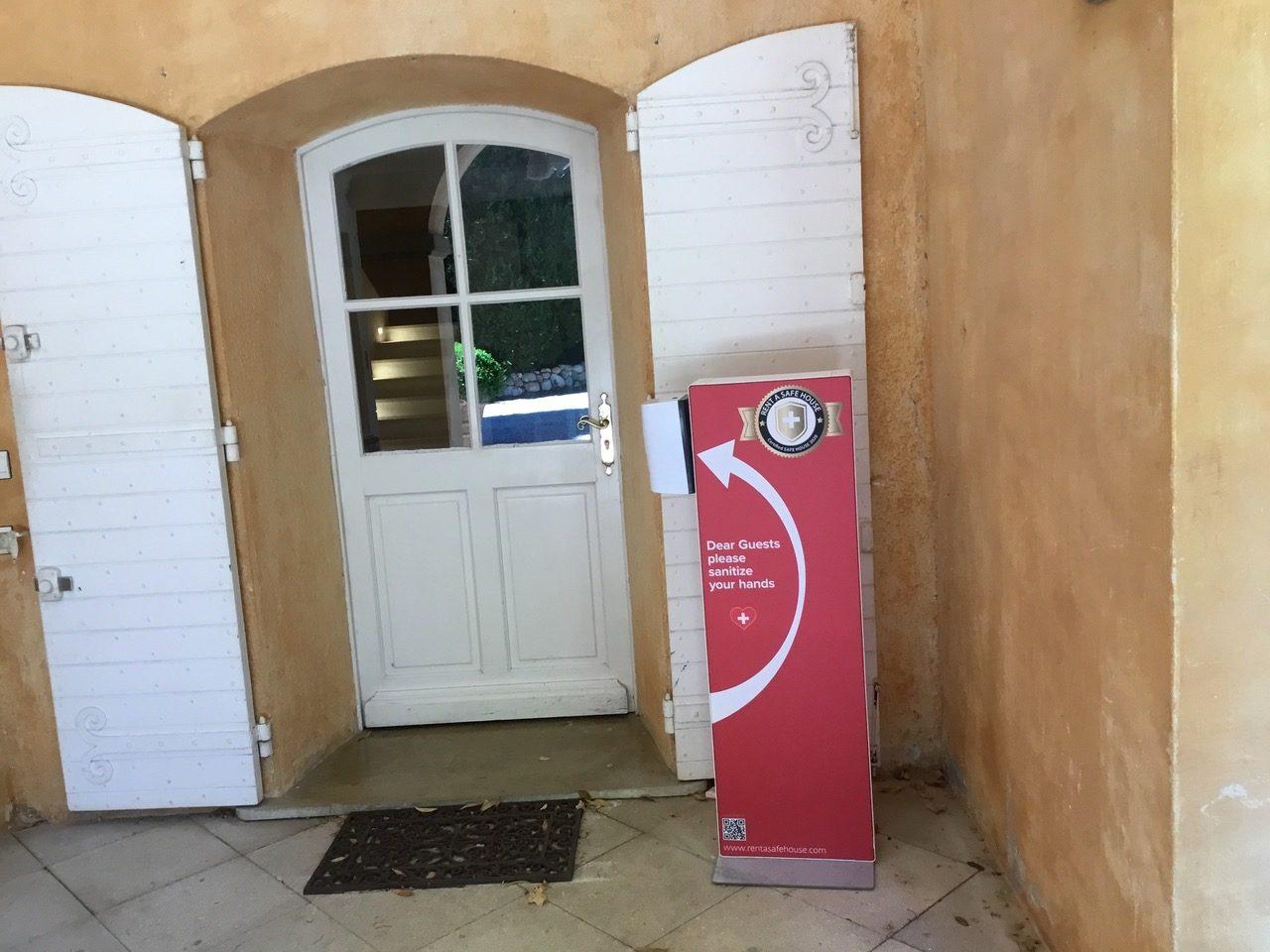 Distributeur solution hydroalcoolique safe station maison d'hôtes Protectio